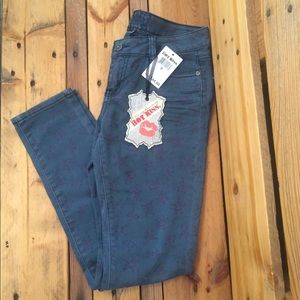 NWT! Hot Kiss Skinny Lily jeans 9